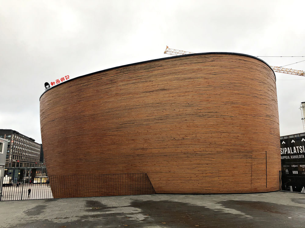 芬蘭赫爾辛基景點》康比教堂(靜默教堂)●喧囂城市中的寧靜 康比禮拜堂Kamppi Chapel of silence 免費參觀 赫爾辛基市中心小景點 芬蘭自由行/芬蘭自助