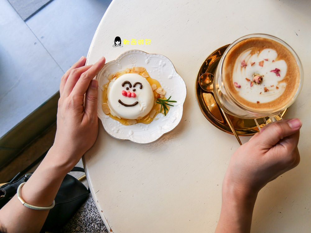 新竹美食》微幸福MiNi Love Cafe●超ㄉㄨㄞㄉㄨㄞ麵包超人奶酪 人氣小小兵泡芙 熱門IG打卡店家 少女心甜點店 @新竹火車站