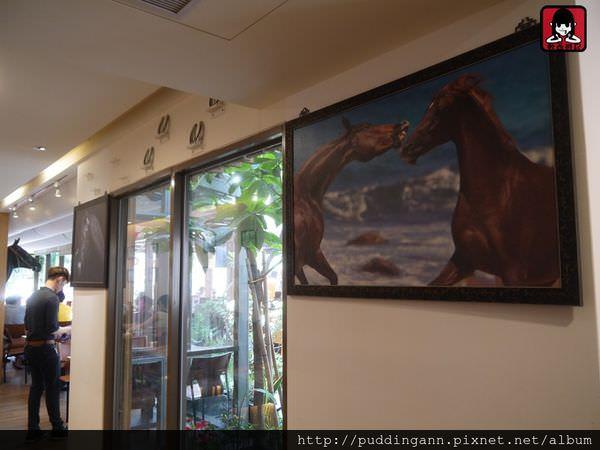 [食記]高雄左營 馬蹄鐵 24小時營業 愛馬人士喜愛地 駐唱或熱血看比賽都可以