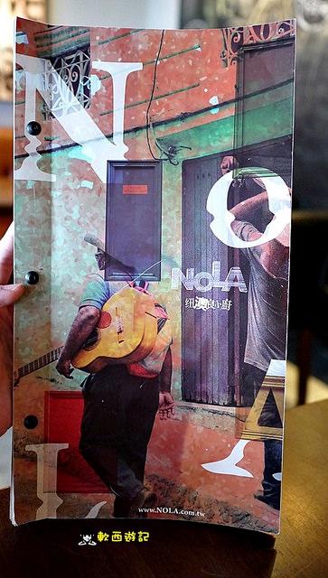 [食記]台北善導寺站 Nola Kitchen 紐澳良小廚 招牌楓糖炸雞鬆餅 *附完整菜單 有wifi* 隱身巷弄美食 戶外座位區/戶外沙灘 美式昏暗風格 善導寺美食/善導寺餐廳/華山附近美食/華山週邊美食/華山餐廳/華山美食