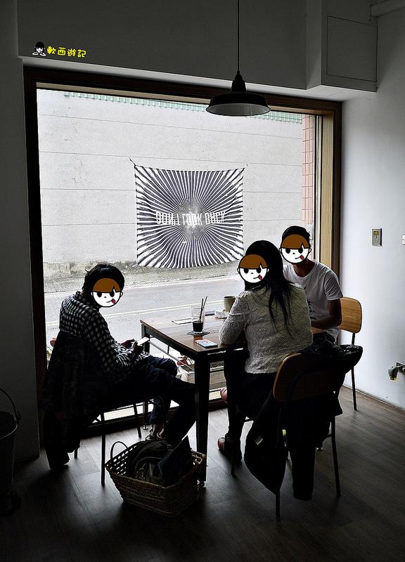 [食記]台南 日日咖啡 療癒可愛大眼仔/三眼怪拉花 手工特製季節限定抹茶草莓生乳酪 *有WIFI 可訂位 附完整日日咖啡菜單*