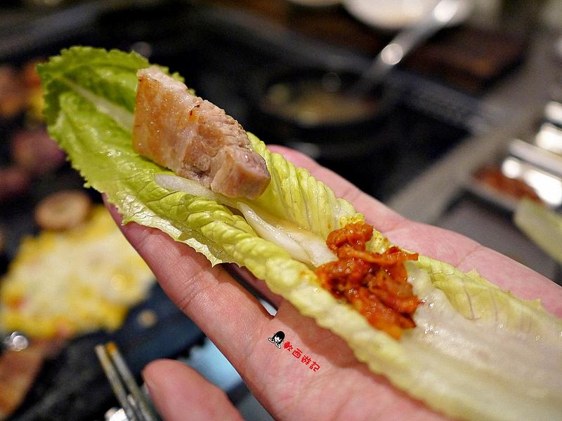 (已歇業)[食記]台北市政府站 韓肉舖 市府韓式烤肉  ***期間限定梅花豬買一送一(文末詳細資訊)*** 正宗韓國歐爸來台開店! 優質豬肉/牛肉烤肉拼盤小菜無限續 專人烤肉服務