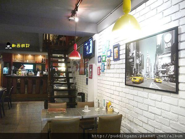 (已歇業)[食記]台北永康 Cozi Burger 可喜漢堡 三兄弟超特別花生醬培根香蕉招牌漢堡 可喜可賀義大利麵也好吃份量十足