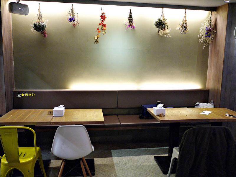 [食記]台北中山國中站 初米咖啡 可愛療癒造型龍貓公車蛋糕 龍貓咖啡拉花 鹹食新選擇 台北下午茶推薦