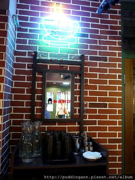[食記]台北台電大樓 中央公園咖啡館 Central Park 六人行主題餐廳 六人行粉絲朝聖咖啡廳 FRIENDS影迷不能錯過!!! *附菜單 WIFI 假日限時三小時 免服務費*