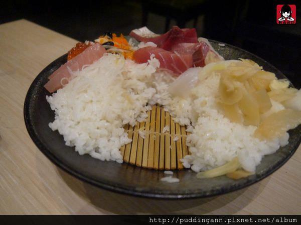 台北內湖 魚霸(內湖店)Fishbar  超驚人大碗公海鮮霸氣蓋飯 每日食材新鮮直送好好吃呀~