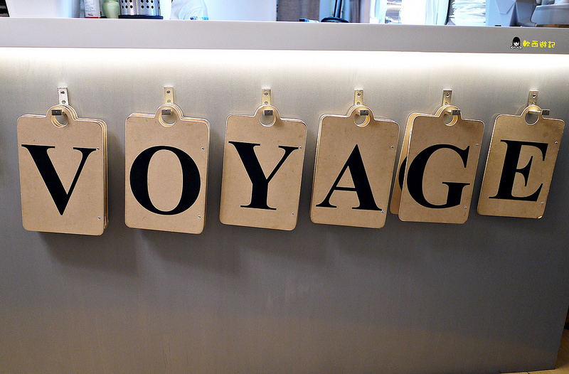 (已歇業)[食記]台北小巨蛋站 Voyage Addiction Cafe 旅行。家 小巨蛋咖啡廳 濃濃旅行風格主題餐廳 超大行李箱早午餐 少女心心型麻糬鬆餅