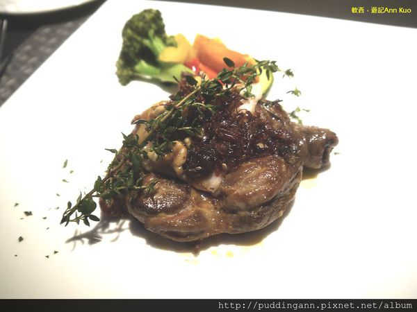 [食記]台北公館 荒漠甘泉 音樂音響主題餐廳 有美食有現場演奏氣氛佳木質質感音樂餐廳~